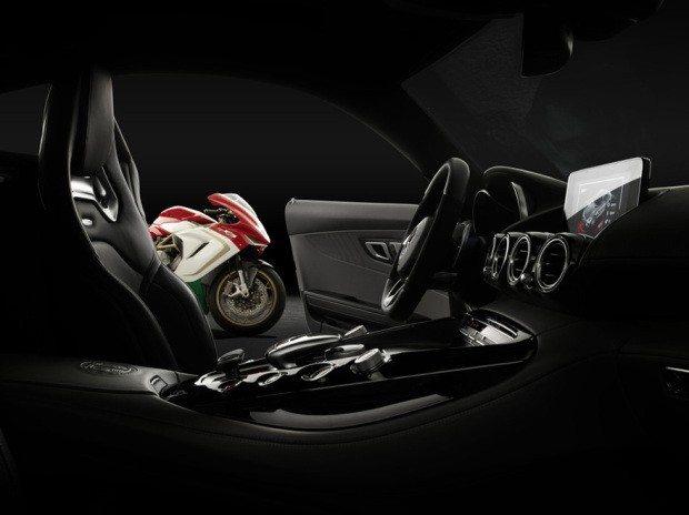 Mercedes-AMG GT und MV Agusta F3 800 Ago