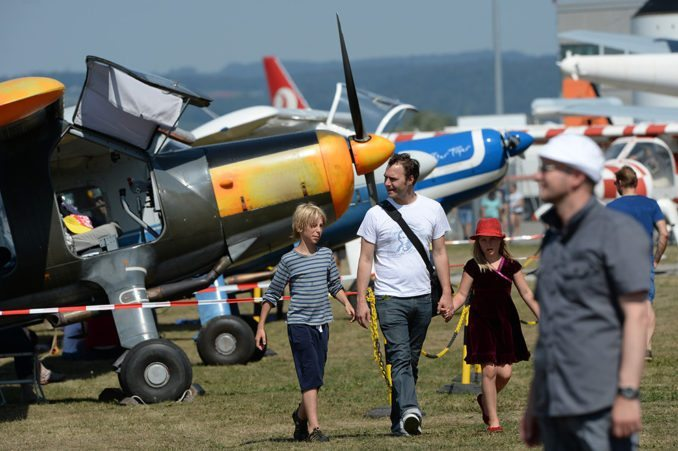 Auf der großen Museumsterrasse präsentieren sich Gastflugzeuge aus nächster Nähe.