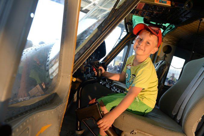Strahlende Kinderaugen gibt es an den DO-DAYS  nicht nur in der Hubschrauber-Fotostation
