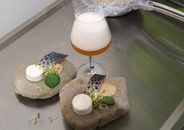 Bierig gebeizte Bodenseeforelle mit Hopfenpralinge & Biermajonaise