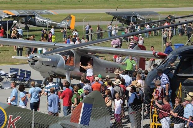 Das Museumsgelände wird zur Ausstellungfläche zahlreicher Gastflugzeuge