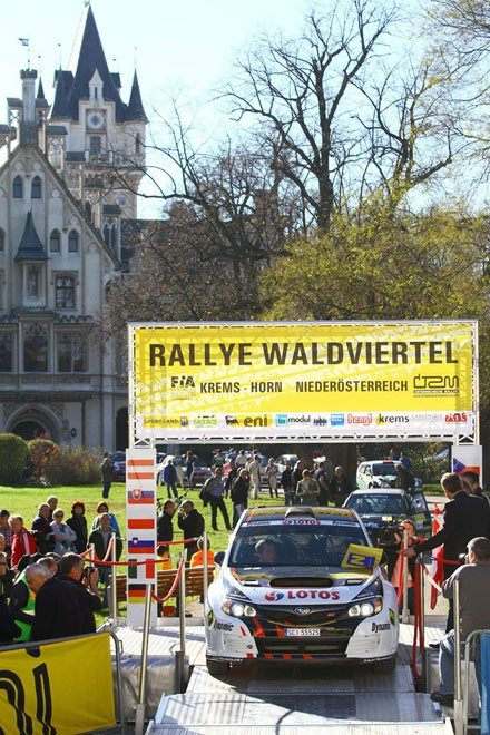 Der-Sieger-2013-Kajetan-Kajetanowicz-(PL)-startet-vor-dem-Schloß-Grafenegg