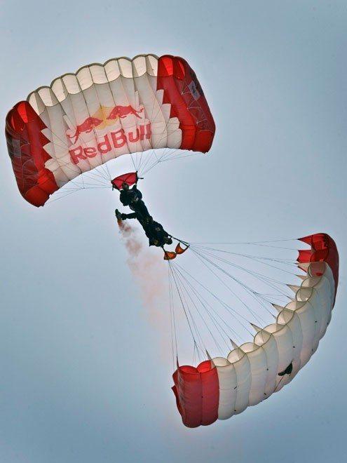 GP-von-Österreich-2014-Red-Bull-Sky-Dive-Team