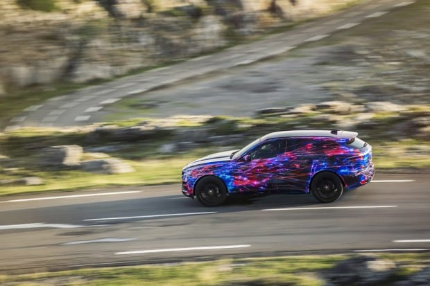 JAGUAR_FPACE_DYNAMIC_03