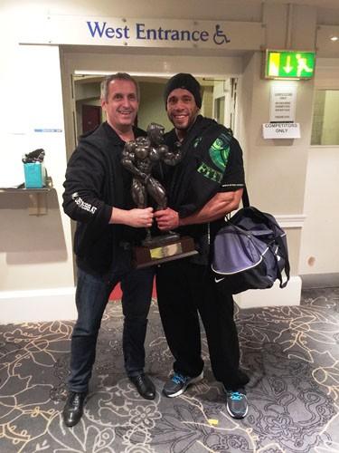 Der überglückliche Mister Universe 2015 Rainer Stoss mit seinem Mentalcoach Josef Fleck nach seiner triumphalen Show in Southport/England.