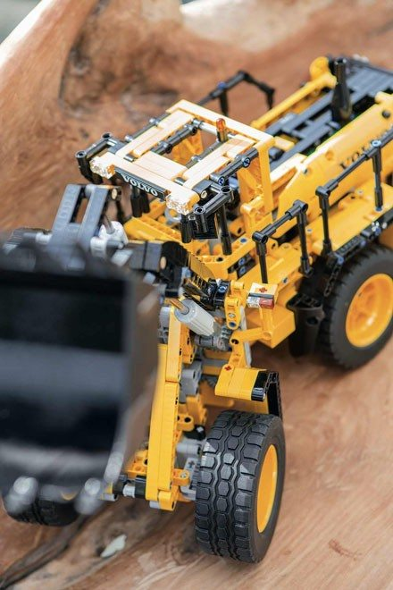 LEGO_Technic_VOLVO_L350F_Radlader_1