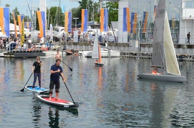 Kostenloses Mitmachprogramm: Beim ULTRAMARIN-Hafenfest am 4. und 5. Juli dürfen die Besucher der Marina in Kressbronn-Gohren auch kostenlos Ein-Mann-Segler und das Stand-Up-Paddeling aus-probieren.