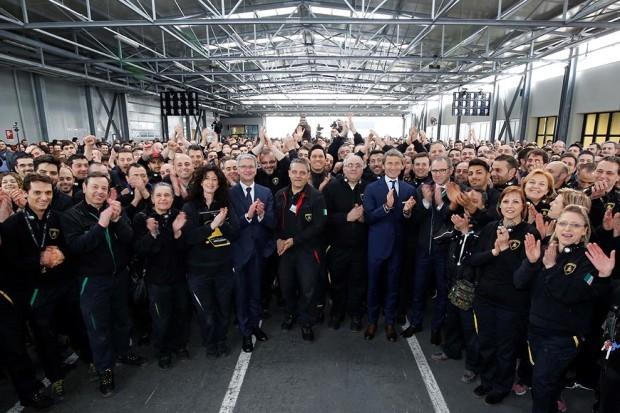 R. Stadler, S. Winkelmann, S. Domenicali with the Lamborghini employees